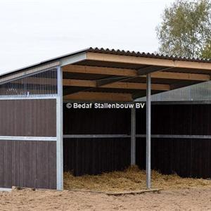Shelter stable